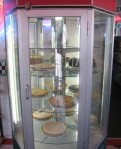 Rotating pie case, roadfood.com