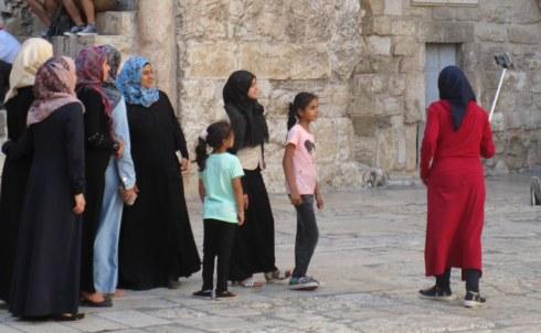 Arab family taking selfie, Jerusalem 6-23-16 MP Renfrew