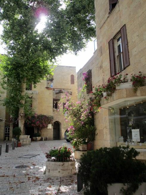 Empty Old City Jerusalem, Fri. 4 p.m. 6-23-16 MP Renfrew 3 bougainvillea