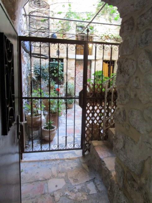 Empty Old City Jerusalem, Fri. 4 p.m. 6-23-16 MP Renfrew 9