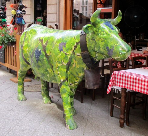 Green plant cow, Budapest, Mp Renfrew 6-16