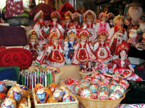Hungarian dolls, Budapest, MP Renfrew 6-16
